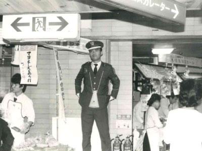 写真:阪神タイガース優勝に伴う阪神百貨店の雑踏警備